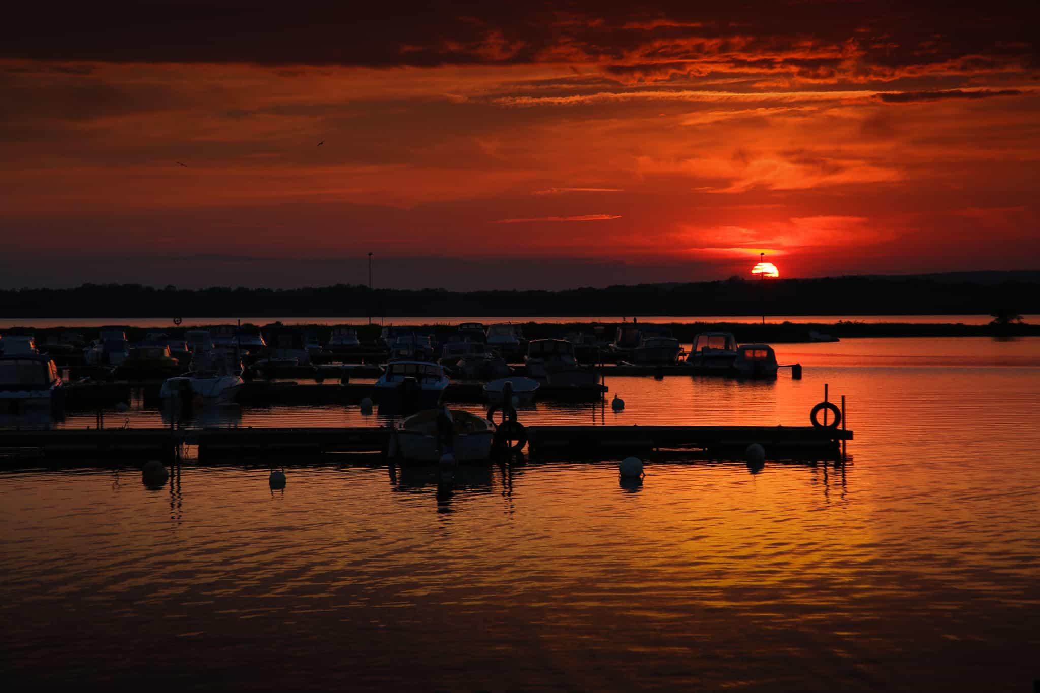 Solnedgång i småbåtshamnen, Bromölla